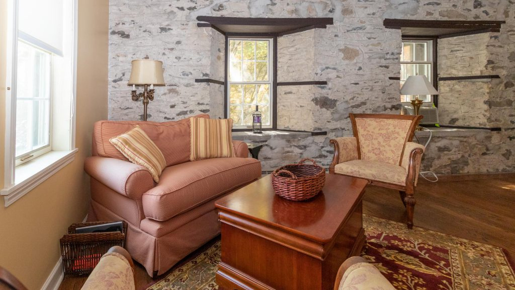 finger lakes vacation rental living room